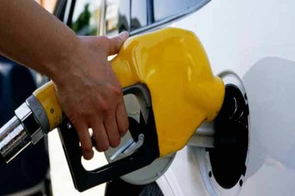 ماذا تفعل عند تزويد السيارة بوقود خاطئ