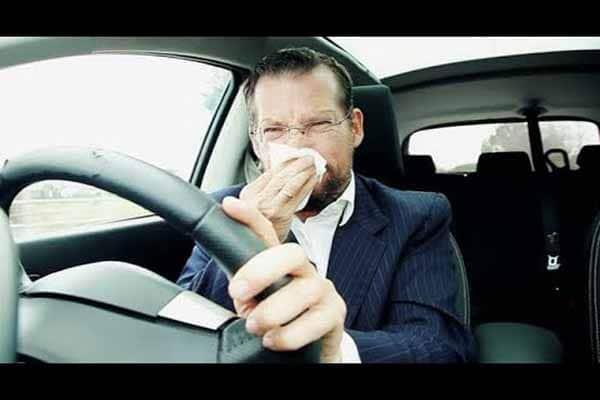 اسباب رائحة البنزين داخل السيارة